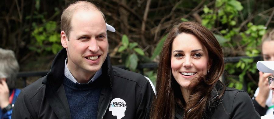 Brytyjski książę William razem z żoną, księżną Kate rozpoczynają dziś trzydniową wizytę w Polsce. Znamy szczegóły ich wizyty. Zobacz gdzie możesz zobaczyć najsłynniejszą parę książęcą!