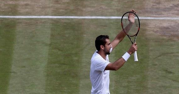 Rozstawiony z numerem siódmym Chorwat Marin Cilic awansował do finału wielkoszlemowego turnieju tenisowego na trawiastych kortach w Wimbledonie. W piątek pokonał Amerykanina Sama Querreya 6:7 (6-8), 6:4, 7:6 (7-3), 7:5.