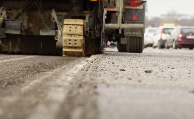 Z początkiem sierpnia rozpocząć ma się planowany na trzy i pół tygodnia remont liczącego 1,5 km odcinka południowej jezdni Drogowej Trasy Średnicowej w Świętochłowicach (woj. śląskie). W tym czasie ruch z trzech pasów będzie tam ograniczany do dwóch lub jednego.