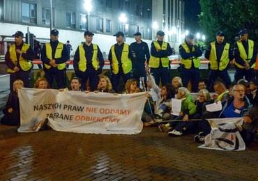 31 osób wylegitymowanych przed parlamentem. Są wnioski o ukaranie