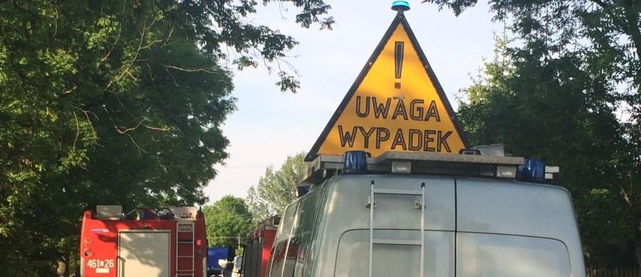 Pięć osób ucierpiało w wypadku, do którego doszło na drodze krajowej nr 25 w miejscowości Płocicz w powiecie sępoleńskim w województwie kujawsko-pomorskim. Wśród poszkodowanych jest trójka dzieci.
