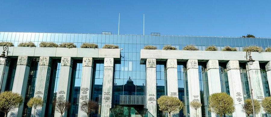 Poselski projekt nowej ustawy o Sądzie Najwyższym nie narusza prawa Unii Europejskiej i nie jest projektem wykonującym prawo UE - wynika z opinii Biura Analiz Sejmowych zamieszczonych na stronach Sejmu.