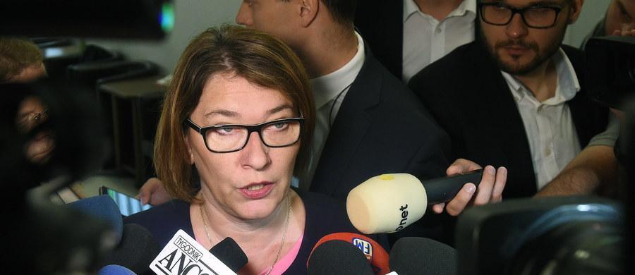 To nie wysłuchanie publiczne, to jest samowolka i demolka opozycji, wysłuchanie jest wtedy, kiedy wyrazi na nie zgodę Sejm albo komisja - tak rzeczniczka PiS Beata Mazurek skomentowała w rozmowie z dziennikarzami poniedziałkowe spotkanie ekspertów na temat projektu PiS o Sądzie Najwyższym.