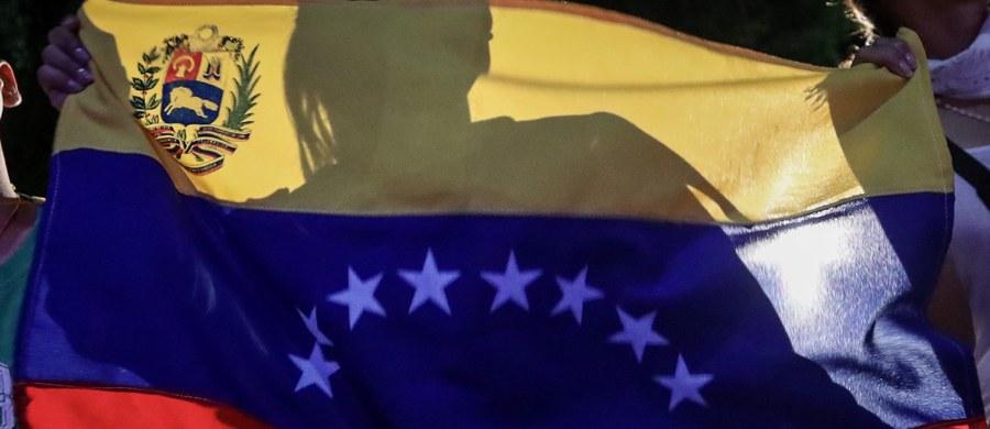 """Wenezuelska opozycja wezwała do strajku generalnego w najbliższy czwartek. """"Celem 24-godzinnego protestu będzie wywarcie presji na prezydenta Maduro, by odstąpił od zmiany konstytucji"""" - powiedział opozycyjny deputowany Freddy Guevara."""