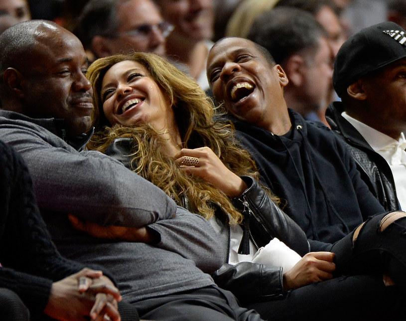 Pierwsze zdjęcie Beyonce z bliźniętami wywołało wielkie poruszenie w sieci. Dużą popularnością cieszy się również fotografia, na której pewna irlandzka matka odtwarza zdjęcie amerykańskiej gwiazdy ze swoimi pociechami.