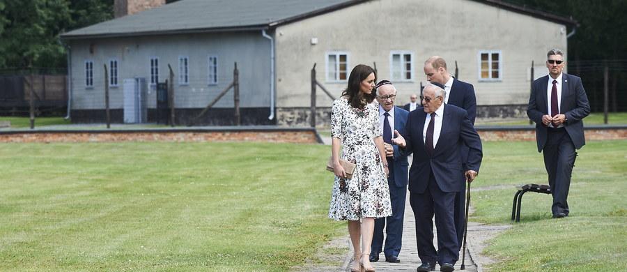 """Po interwencji Muzeum Auschwitz, niektóre amerykańskie serwisy skorygowały podaną przez siebie informację o """"polskim obozie koncentracyjnym"""". Pojawiła się ona m.in. w CNN, która relacjonowała wtorkową wizytę brytyjskiej pary książęcej w byłym niemieckim obozie Stutthof."""