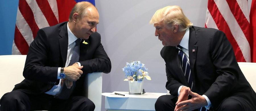Rzecznik Białego Domu potwierdził we wtorek, że podczas szczytu G20 w Niemczech odbyło się drugie, nieujawnione wcześniej, spotkanie prezydenta USA Donalda Trumpa z prezydentem Rosji Władimirem Putinem. Nie ujawniono jakie tematy były poruszane.