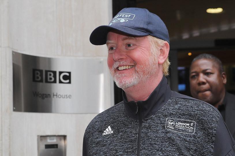Brytyjski publiczny nadawca BBC ujawnił w środę zarobki swoich najlepiej zarabiających gwiazd. Najwyżej opłacanym okazał się być prowadzący stacji radiowej BBC Radio 2 Chris Evans, który w ciągu roku otrzymał około 2,2 mln funtów.
