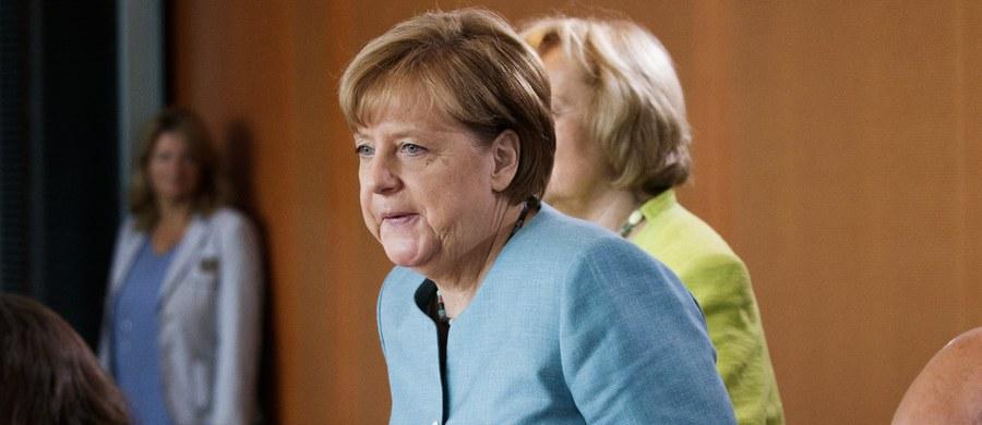 Rzecznik rządu Niemiec Steffen Seibert powiedział w środę w Berlinie, że tematem rozmowy telefonicznej kanclerz Angeli Merkel z prezydentem Andrzejem Dudą były oprócz szczytu G20 w Hamburgu i wizyty Donalda Trumpa w Warszawie zagadnienia dotyczące państwa prawa.