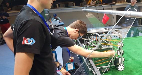 Polski robot drugi na świecie! Młodzieży z powiatu kraśnickiego na Lubelszczyźnie udało się zbudować maszynę, która osiągnęła spory sukces na olimpiadzie FIRST Global w Waszyngtonie. W zawodach robotów wzięło udział 160 zespołów z całego świata.