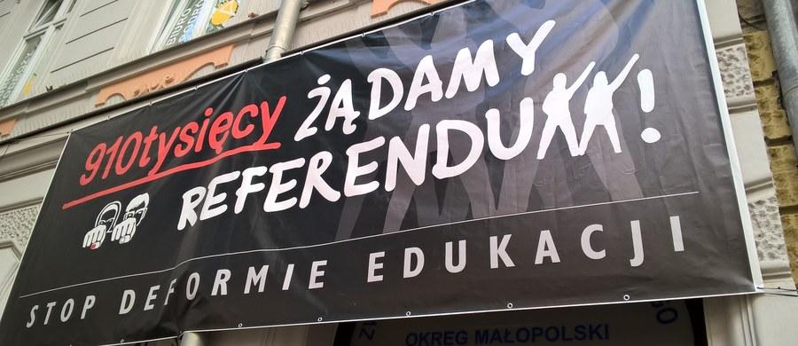 Sejm nie poparł w czwartkowym głosowaniu uchwały, zgodnie z którą referendum w sprawie reformy systemu oświaty miałoby się odbyć 17 września. Oznacza to, że referendum nie będzie. Pomysł przeprowadzenia referendum poparło w głosowaniu 210 posłów, 236 było przeciw, nikt nie wstrzymał się od głosu.