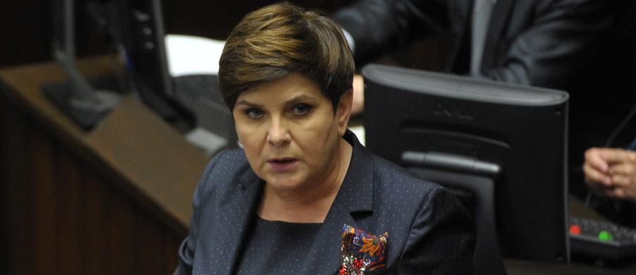 """""""Agresja i frustracja elit III RP nie zatrzyma procesów naprawczych"""" - powiedziała w orędziu w TVP premier Beata Szydło. Zaapelowała o rozsądek i odpowiedzialność. Zapewniła, że PiS reformuje sądy po to, by pracowały dobrze i uczciwie."""