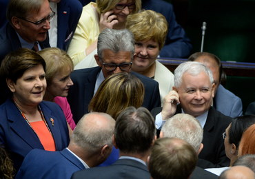 Najnowszy sondaż: PiS traci poparcie, ale wciąż pewnie na czele