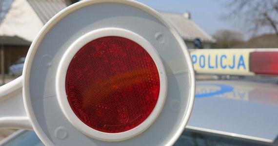 """Dwoje dzieci zostało rannych w poważnym wypadku w Pogorzałkach w powiecie żyrardowskim na krajowej """"50"""" na Mazowszu. Zderzyły się tam cztery samochody. Droga może być zablokowana nawet do godziny 13:00. W wypadku poszkodowanych zostało w sumie 9 osób."""
