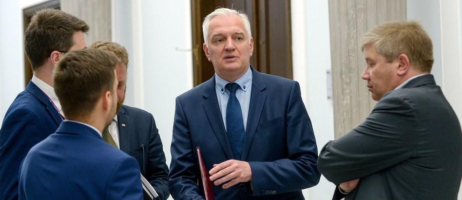Ugrupowanie Jarosława Gowina Polska Razem - koalicjant PiS w rządzie i w ramach Zjednoczonej Prawicy - popiera decyzję prezydenta o zawetowaniu dwóch PiS-owskich ustaw wprowadzających zmiany w sądownictwie - ustalił nieoficjalnie dziennikarz RMF FM Patryk Michalski. Przypomnijmy, w swoim przedpołudniowym wystąpieniu Andrzej Duda zapowiedział nieoczekiwanie, że zawetuje dwie z trzech ustaw, które PiS w ekspresowym tempie przeforsował w parlamencie: o Sądzie Najwyższym i o Krajowej Radzie Sądownictwa.