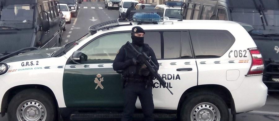 """Atak nożownika na granicy hiszpańsko-marokańskiej. W Melilli policjant został ugodzony nożem przez mężczyznę, który krzyczał """"Allah akbar""""."""