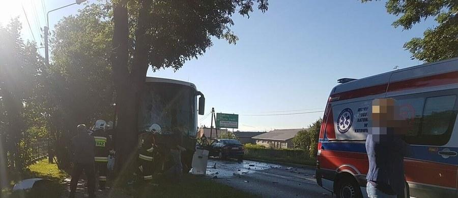 Poważny wypadek w Bieruniu w województwie śląskim. Autobus zderzył się tam z osobówką. Informację dostaliśmy na Gorącą Linię RMF FM.
