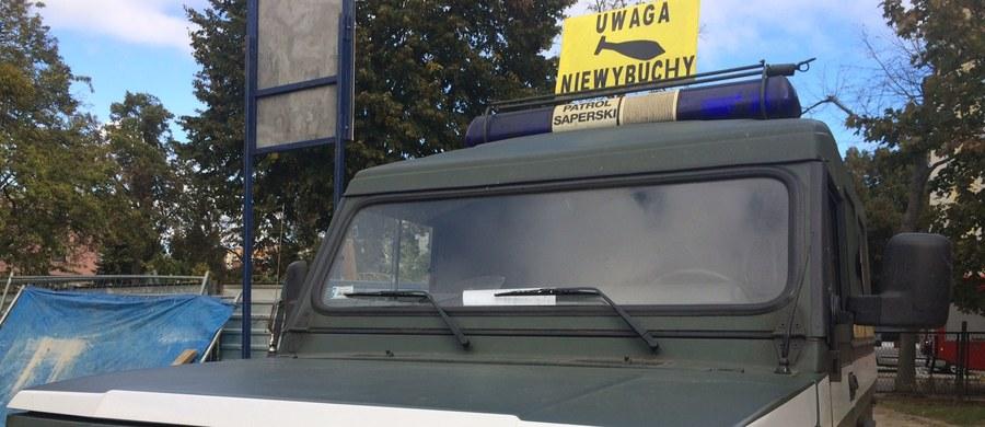 Saperzy zabrali już niewypał z terenu budowy przy ulicy Słowackiego w Ostrołęce (Mazowsze). Wcześniej z obszaru w promieniu kilometra ewakuowanych zostało 3,5 tysiąca osób. Teraz mieszkańcy mogą już bezpiecznie wrócić do swoich domów.