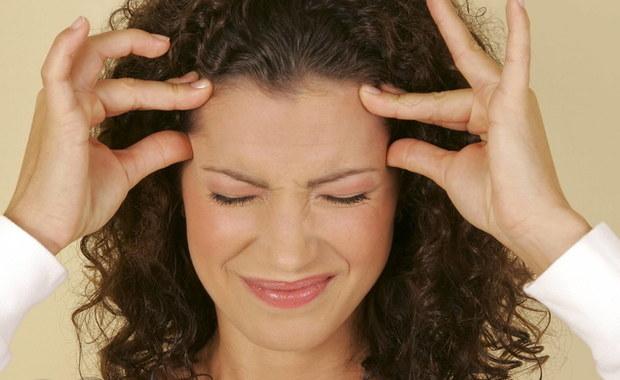 Ból głowy to jeden z najczęstszych objawów, który na co dzień nam dolega. Może być spowodowany wieloma przyczynami, dlatego nie powinniśmy go lekceważyć, bo może być przyczyną wielu chorób.