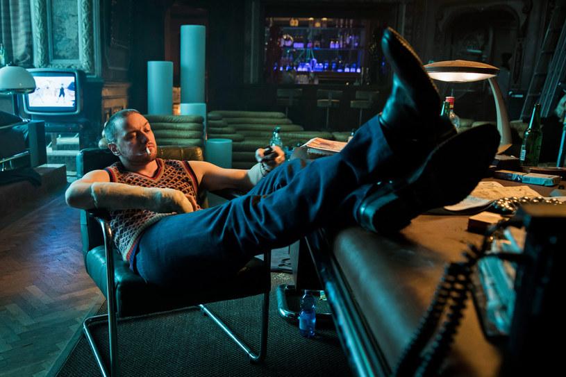 """We wchodzącym w piątek na ekrany polskim kin filmie """"Atomic Blonde"""" jedną z głównych ról gra James McAvoy. Jego bohater to - jak twierdzi aktor - """"zupełnie przeciwieństwo Bourne'a czy Bonda""""."""