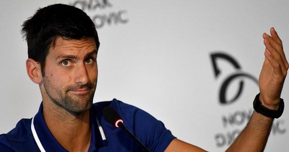 """Zmagający się z kontuzją łokcia Novak Djokovic poinformował, że nie wyjdzie na kort do końca roku. Serbski tenisista nie zagra więc w rozpoczynającym się pod koniec sierpnia US Open i tym samym po raz pierwszy w karierze opuści turniej wielkoszlemowy. """"Musiałem podjąć taką decyzję. Zmagałem się z tym urazem przez ostatnich 18 miesięcy, a w ostatnich dwóch problem ten przybrał poważny rozmiar. (...) Nie miałem właściwie wyboru"""" - wyjaśnił Djokovic na konferencji prasowej."""