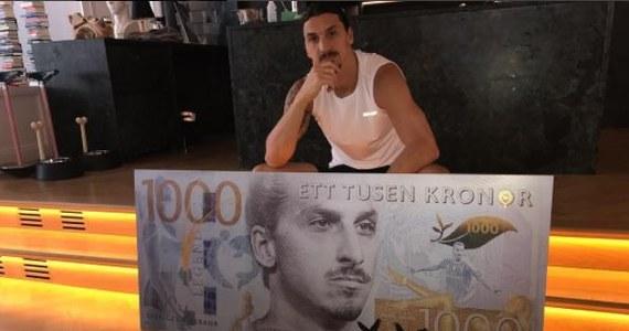 Najlepszy szwedzki piłkarz Zlatan Ibrahimovic zirytował rodaków sugerując, że to jego twarz powinna widnieć na nowym banknocie 1000 koron zamiast sekretarza generalnego ONZ Daga Hammarskjoelda, który zginął w katastrofie lotniczej w 1961 roku w Afryce.
