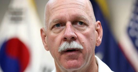 Dowódca amerykańskiej Floty Pacyfiku adm. Scott Swift oświadczył, że przeprowadziłby atak nuklearny na Chiny, gdyby taki rozkaz wydał mu prezydent Donald Trump. Przestrzegł też armię przed wypowiadaniem posłuszeństwa zwierzchnikowi sił zbrojnych.