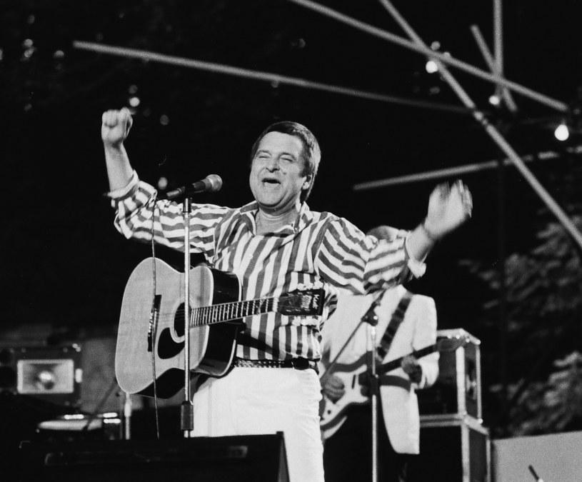 """20 lat temu, 30 lipca 1997 r. w wieku 60 lat zmarł Bogusław Wyrobek, pierwszy polski wokalista rock and rollowy. Nazywany przez niektórych fanów """"polskim Elvisem"""" przez wiele lat był zapomniany w ojczyźnie."""