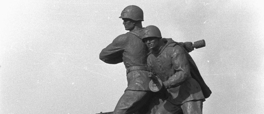 Publikowanie przez resort obrony Rosji wyselekcjonowanych dokumentów dotyczących Armii Czerwonej i stosunku Polaków do niej w latach 1944-1945 to fałszowanie historii - podkreślił IPN. Historycy dodali też, że nie przynoszą one żadnej nowej wiedzy.