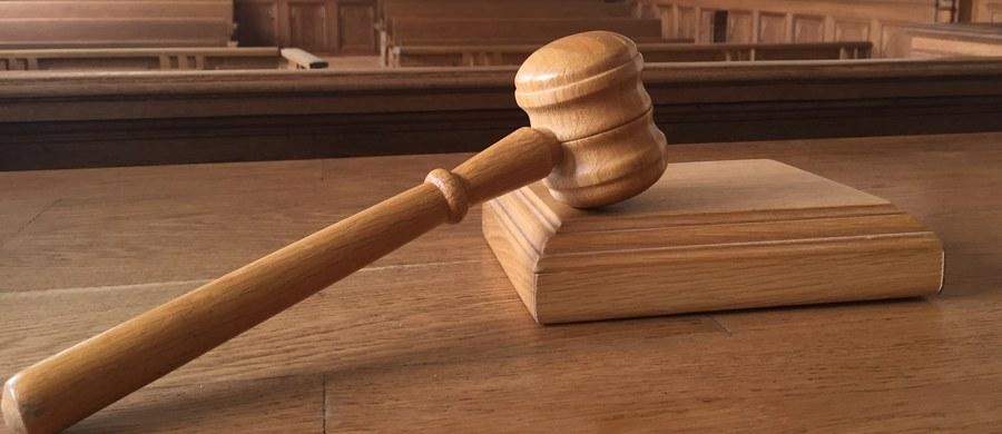 Kara dożywotniego więzienia grozi 30-letniemu mieszkańcowi Radomia oskarżonemu o zabójstwa dwóch młodych kobiet. Prokuratura skierowała przeciwko niemu do sądu akt oskarżenia.