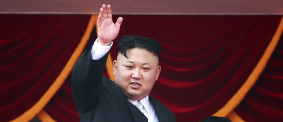 Pentagon poinformował, że Korea Północna przeprowadziła kolejną próbę rakiety balistycznej. Premier Japonii Shinzo Abe oświadczył, że w związku z tą próbą zwołał nadzwyczajne posiedzenie rady bezpieczeństwa narodowego. Abe podkreślił, że Tokio podejmie wszelkie kroki, aby zapewnić bezpieczeństwo obywatelom kraju.