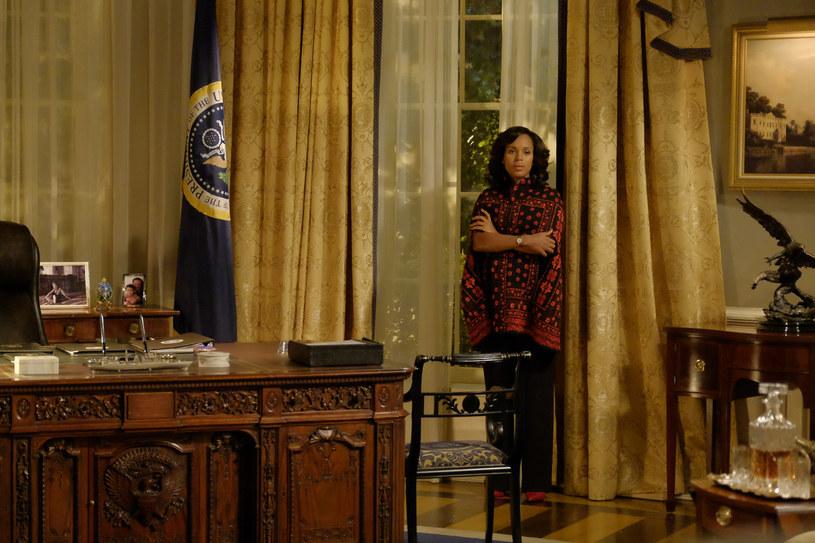 """5 sierpnia na antenie FOX zadebiutuje szósty sezon amerykańskiej produkcji """"Skandal""""."""