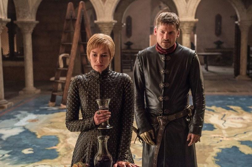 """Po włamaniu się do systemu zabezpieczającego amerykańskiej stacji kablowej HBO, hakerzy zagrozili, że mogą upublicznić nowe odcinki serialu """"Gra o tron""""."""