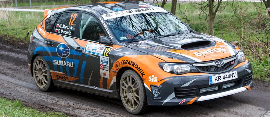 Podczas przedstartowych testów zespołu uszkodzeniu uległo auto jednej z załóg Subaru Poland Rally Team. Mimo iż skutki dachowania nie były zbyt duże, a klatka bezpieczeństwa nie została uszkodzona, to po dokładniejszych oględzinach podjęto decyzję o wycofaniu załogi Mikołaj Marczyk - Sebastian Dwornik ze startu w Rajdzie Rzeszowskim.