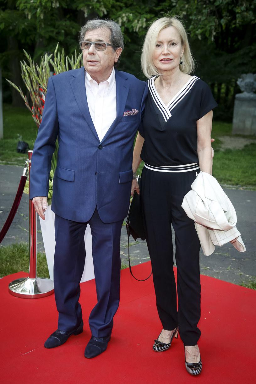 Daję jej wszystko, co mam najlepszego - mówi Janusz Gajos. Z kolei jego żona Elżbieta Brożek deklaruje: - Może zawsze na mnie liczyć. Poznali się, gdy byli już dojrzałymi ludźmi. Do dziś są bardzo szczęśliwą parą