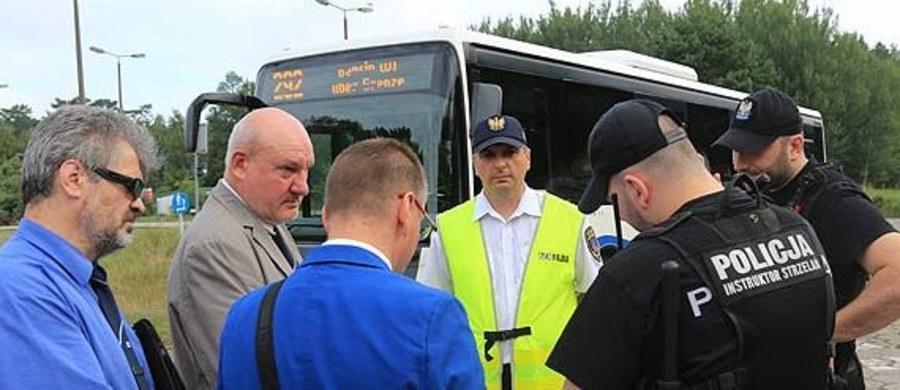 Podjazdowa wojna pojazdowa w Świnoujściu. Niemieckie autobusy dostały czerwone światło na wjazd do kurortu. Wszystko po tym, jak zagraniczny przewoźnik UBB uruchomił dwie linie autobusowe, które bez wiedzy i zgody polskich władz chcą wozić pasażerów po Świnoujściu.
