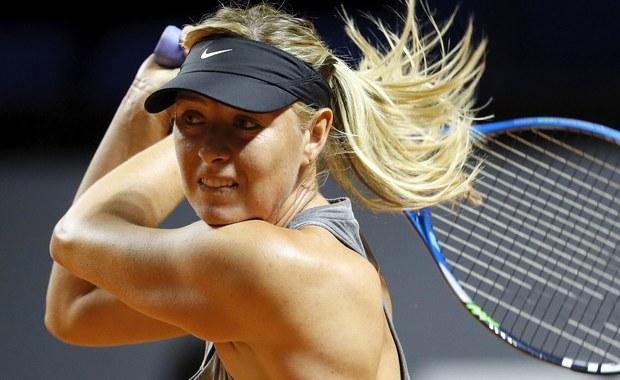 Maria Szarapowa wycofała się z tenisowego turnieju WTA w Stanford. Rosjanka, która w drugiej rundzie miała grać z Ukrainką Łesią Curenko, narzeka na ból lewego ramienia. Impreza w Kalifornii była jej pierwszym startem w USA od dwóch lat.