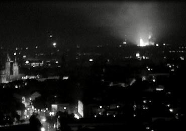 Błyski i płomienie nad krakowskim kombinatem. WIOŚ uspokaja: Zagrożenia nie ma
