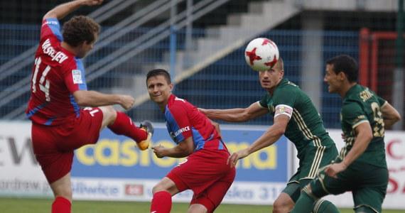 Piast Gliwice zremisował na swoim stadionie ze Śląskiem Wrocław w meczu inaugurującym 4. kolejkę piłkarskiej ekstraklasy i pozostaje bez zwycięstwa w sezonie. W końcówce rzut karny dla gospodarzy zmarnował Konstantin Vassiljev. Gliwiczanie zaczęli sezon ligowy słabo, a w poprzedniej kolejce doznali wyjazdowej porażki z Lechem Poznań 1:5, co zepchnęło ich na koniec tabeli. A Śląsk przyjechał na mecz po domowej wygranej z Lechią Gdańsk 3:2.