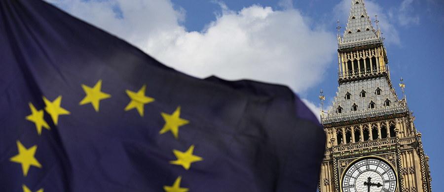 """Wielka Brytania gotowa jest zapłacić do 40 miliardów euro w ramach porozumienia o opuszczeniu Unii Europejskiej - poinformowało czasopismo """"Sunday Telegraph"""" powołując się na anonimowe oficjalne źródła bliskie kręgom ustalającym brytyjską strategię negocjacyjną."""