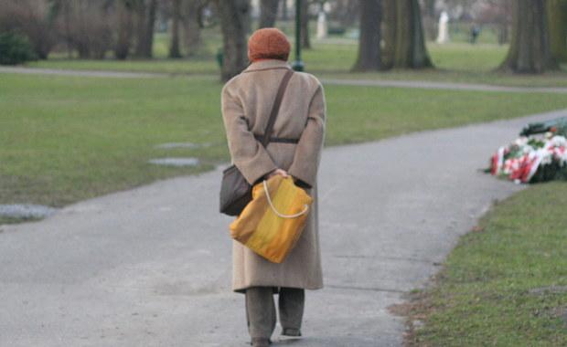 Jak pokazują badania, jesteśmy coraz starszym społeczeństwem. Już dzisiaj 15 procent Polaków to osoby powyżej 65. roku życia, A według prognoz już niedługo po raz pierwszy w historii, liczba osób starszych przekroczy liczbę dzieci do 5. roku życia. To pokazuje, że z chorobami wieku starczego będziemy się stykać coraz częściej.