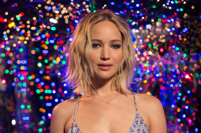 """Jennifer Lawrence, jak sama przyznała, """"zawsze spodziewa się, że zostanie niemile zaskoczona"""". Aktorka ma tak od momentu, gdy stała się ofiarą dwóch internetowych skandali."""