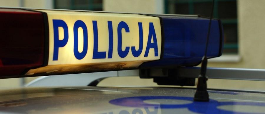 Policja bada okoliczności postrzelenia mężczyzny na stacji benzynowej w Baranowie (woj. wielkopolskie). Poszkodowany trafił do szpitala.