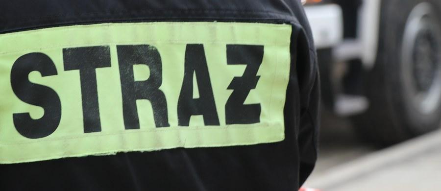 3 osoby zginęły w pożarze w Łaziskach Górnych (woj. śląskie). W ogniu stanęło poddasze dwukondygnacyjnego domu wielorodzinnego.