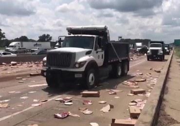 Autostrada pokryta... mrożonymi pizzami