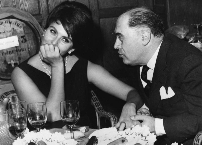 Gdy pierwszy raz się spotkali, Sophia Loren miała 16 lat, ale roztaczała już blask kobiecości. Carlo Ponti był ponad 20 lat starszy, dużo od niej niższy, łysawy i żonaty. Tak się w siebie zapatrzyli, że przeżyli razem ponad pół wieku. On ją wielbił, a ona miała w nim wsparcie, o jakim zawsze marzyła.