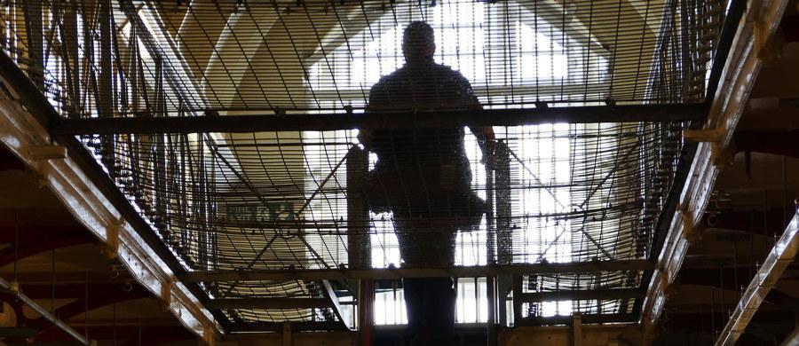 """W brytyjskich więzieniach pojawiła się nowa niebezpieczna """"gra"""", w której wykorzystywane są wirówki do suszenia prania. Możliwe, że do narażania się na poważne ryzyko więźniów motywuje chęć zdobycia narkotyków."""