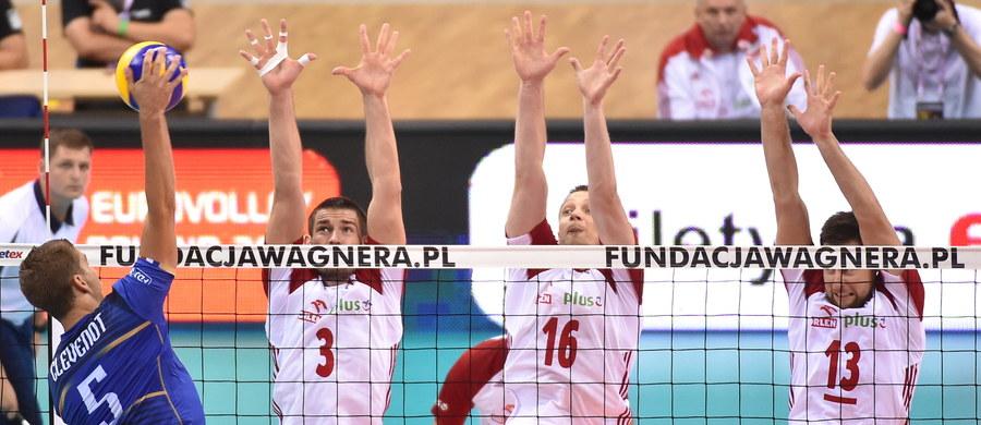 W pierwszym meczu rozgrywanego w Krakowie XV Memoriału Jerzego Huberta Wagnera w siatkówce mężczyzn Rosja pokonała Kanadę 3:1 (25:23, 29:27, 22:25, 25:17). W drugim spotkaniu, które rozpoczęło się o godz. 21, Polska - po zaciętej walce - przegrała z Francją 2:3.