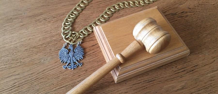W sobotę w życie weszła nowela Prawa o ustroju sądów powszechnych, która m.in. zwiększa uprawnienia ministra sprawiedliwości przy powoływaniu i odwoływaniu prezesów sądów. Komisja Europejska wszczęła już postępowanie wobec Polski o naruszenie przez nowelę unijnych przepisów.