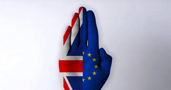 Brytyjski władze opublikują w najbliższych tygodniach dokumenty dotyczące wyjścia kraju z UE. Chcą tym samym przyspieszyć trwające negocjacje w tej sprawie i rozpocząć rozmowy o relacjach Londynu i Brukseli po Brexicie - dowiedziała się PAP od źródła w brytyjskim rządzie.